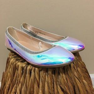 Holographic Place ballet flats! 💥
